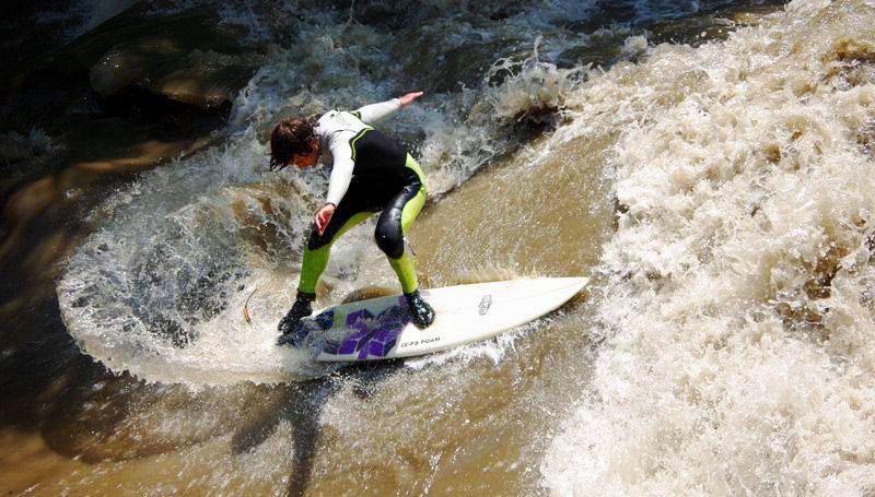 Surfer auf der Mur
