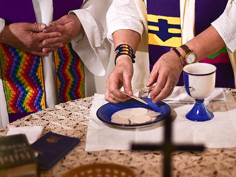 Eine von der offiziellen Kirche nicht anerkannte kolumbianische Priesterin