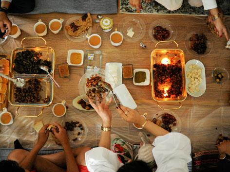 Gemeinsames Essen im Ramadan