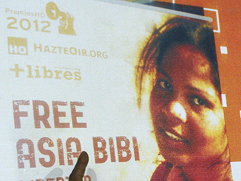 Angefeindete Christin Asia Bibi aus Pakistan ausgereist – religion.ORF.at