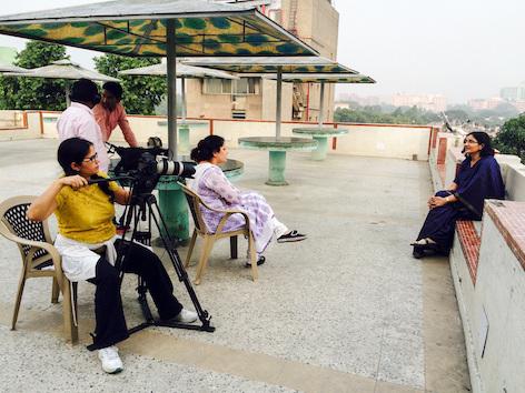 Die iranisch-kanadische Filmemacherin Shazia Javed interview die indische Frauenrechtlerin Noorjehan