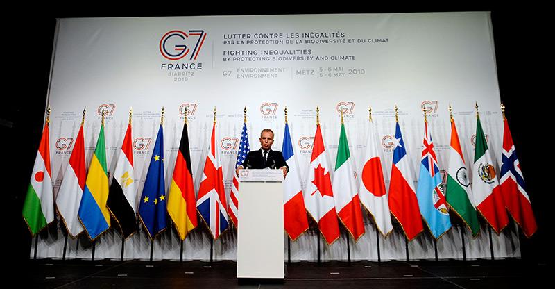 Der französische Umweltminister Francois de Rugy hält eine Rede