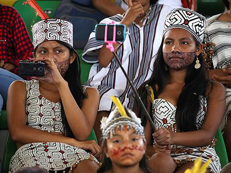 Indigene Frauen beim Treffen mit Papst Franziskus in Puerto Maldonado, Peru im Jänner 2019