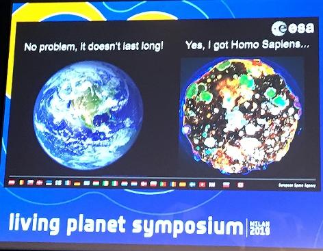 Bild vom Living Planet Symposium: zwei Planeten unterhalten sich ...