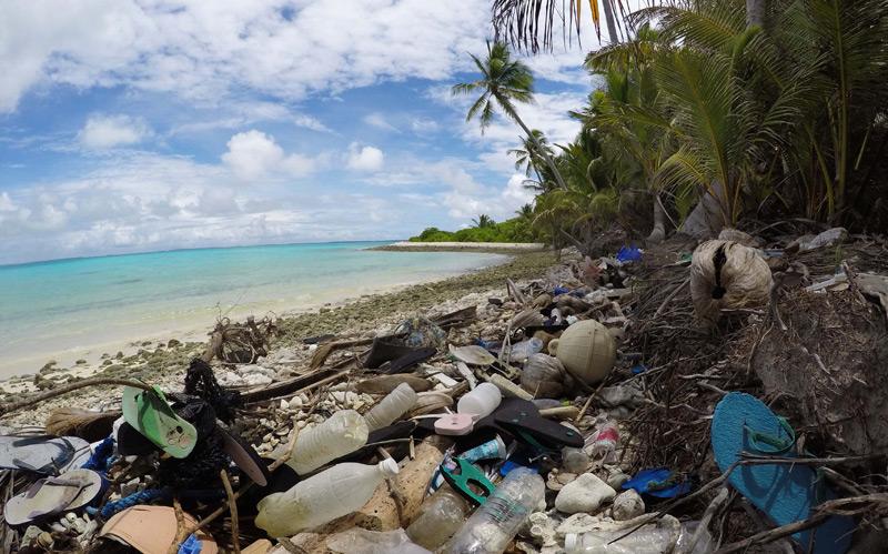 Plastikmüll auf einer der Kokosinseln