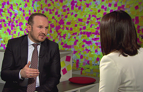 IGGÖ-Chef Ümit Vural im Gespräch mit ORF-Moderatorin Sandra Szabo