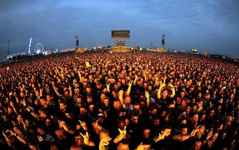 Besucher des Festivals Nova Rock
