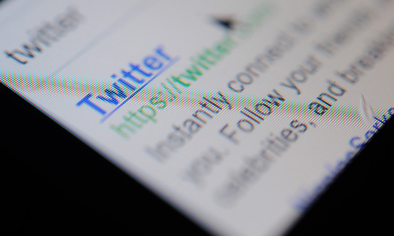 Die Webadresse von Twitter auf dem Display eines Handys