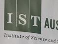Willkommenstafel und Plan des Instituts for Science and Technology Austria (ISTA)