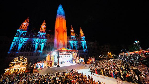 Blick auf Wiener Rathaus beim Life Ball 2019