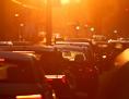 Stau, Autos im städtischen Morgenverkehr