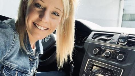 Ö3-Hörerin Tanja Heinzel - Handy hoch