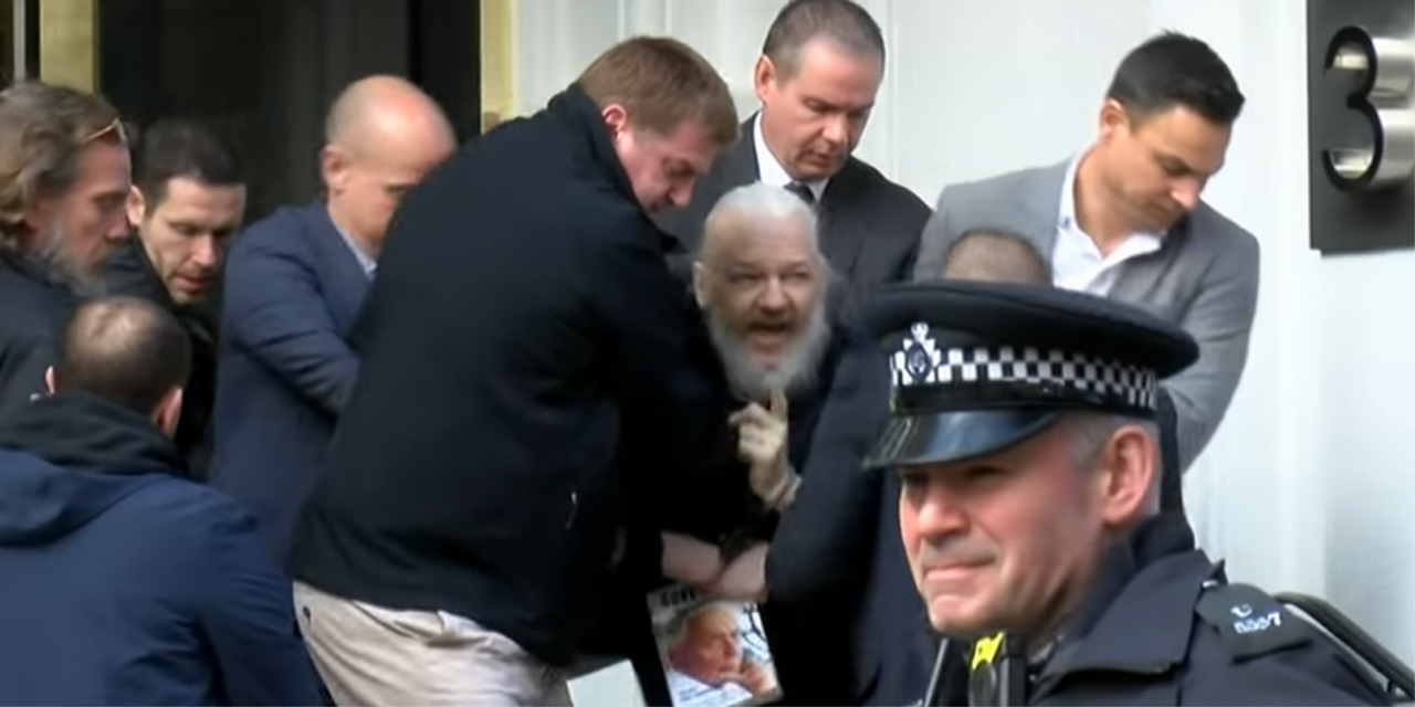 Assange bei seiner Verhaftung