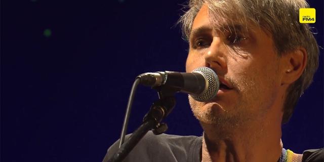 Dirk von Lowtzow von Tocotronic live am DIF 2019