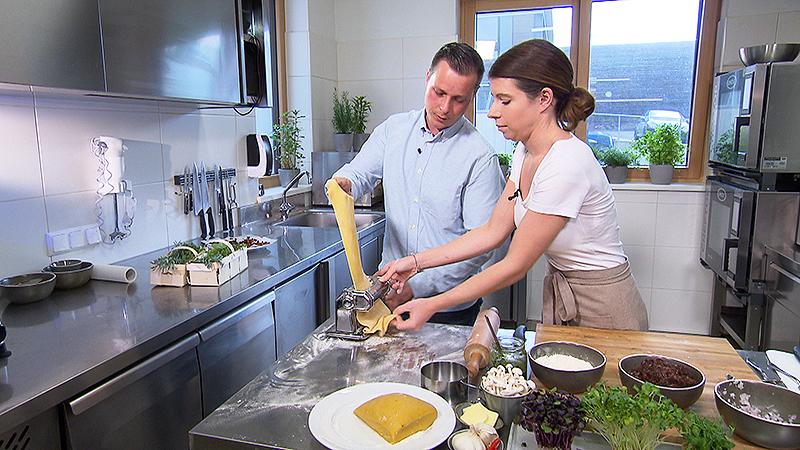 Katharina Mariel-Fugger und Joachim Fugger  beim Kochen