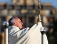 Papst Franziskus bei einer Fronleichsnamsfeier in Santa Maria Consolatrice in Casal Bertone in Rom