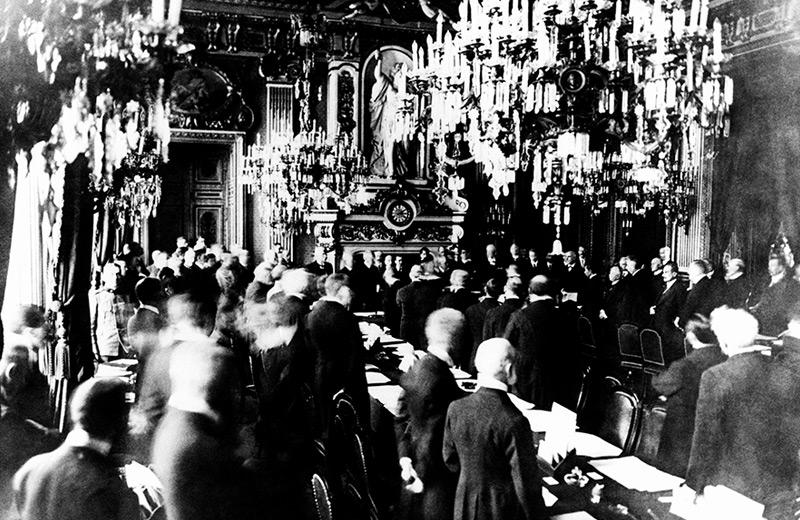 Unterzeichnung des Friedensvertrags am 28. Juni 1919 im Spiegelsaal von Versailles
