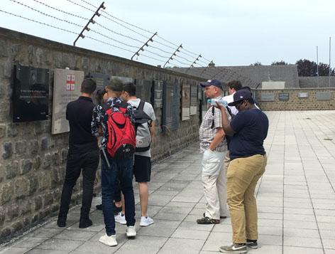 Bühne oida, Besuch im Konzentrationslager Mauthausen