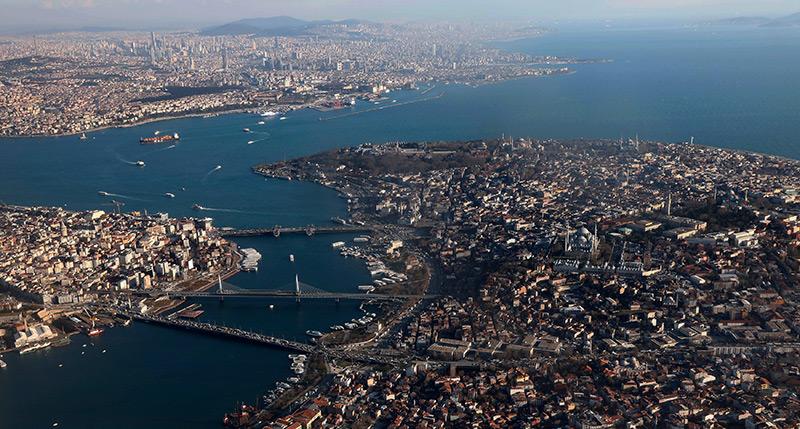 Flugbild mit dem Goldenen Horn und der Altstadt von Istanbul