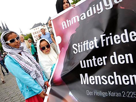 Musliminnen bei einem Friedenmarsch in Köln 2017