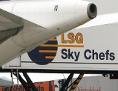 Ein Flugzeug der Lufthansa wird von dem Cateringunternehmen LSG beladen