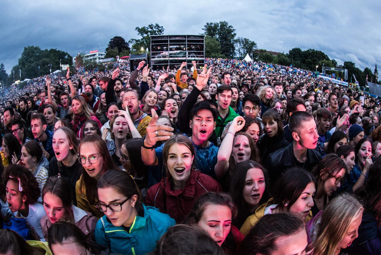 Publikum von Bilderbuch beim Ahoi Pop Festival