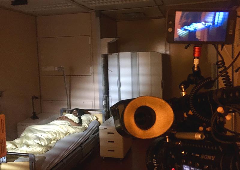 Eine Probandin im Schlaflabor