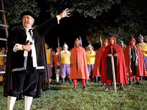 Laiendarsteller stellen die Ereignisse im Jahr 1625 nach - Frankenburger Würfelspiel
