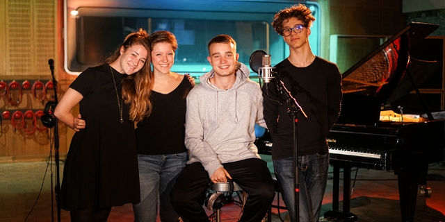 Lou Asril mit Band bei der FM4 Popfest Acoustic Session