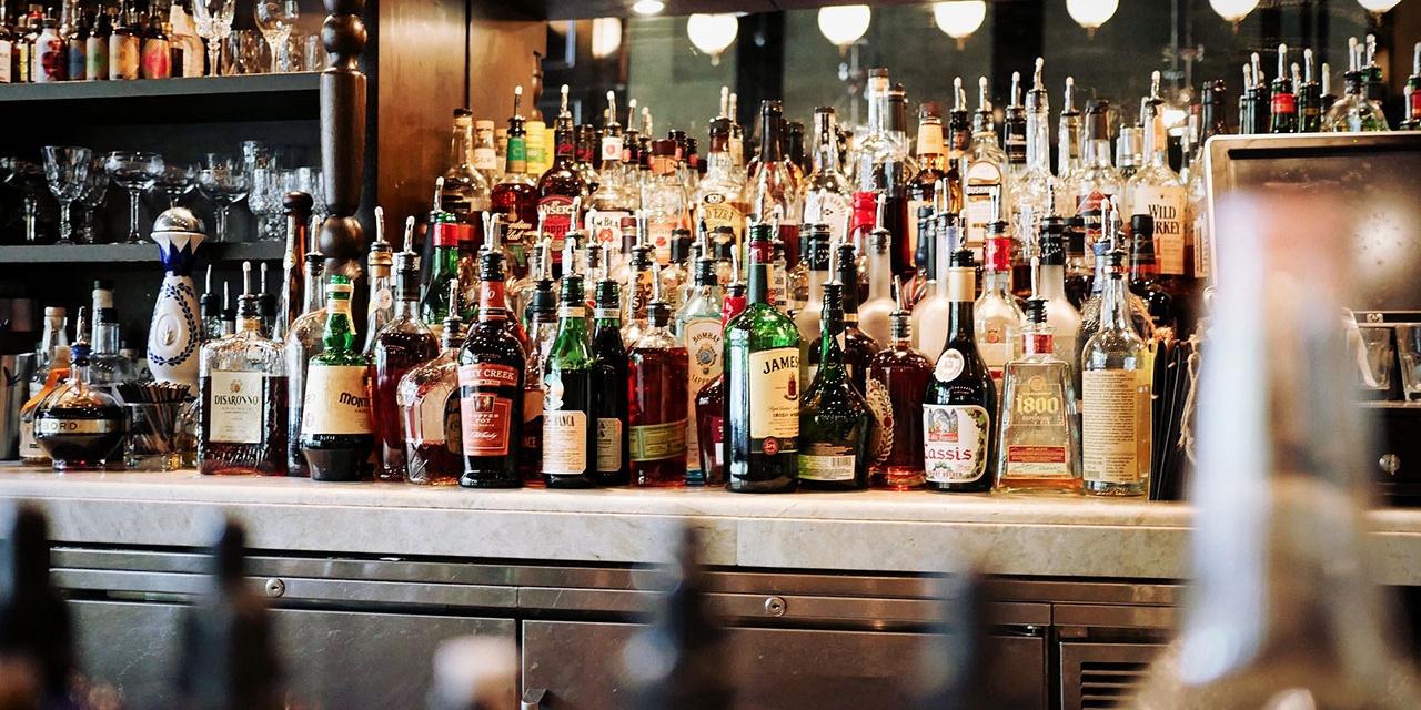 Bar mit alkoholischen Getränken