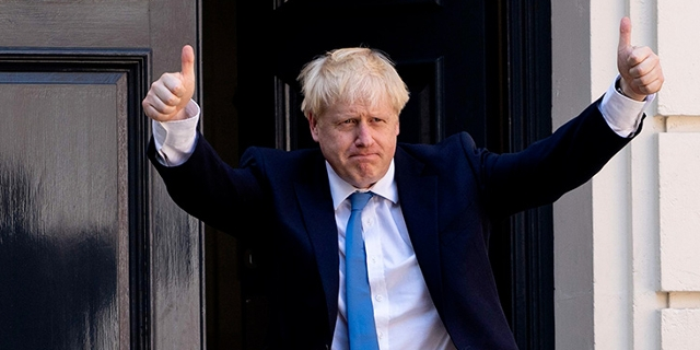 Boris Johnson vor Downing Street