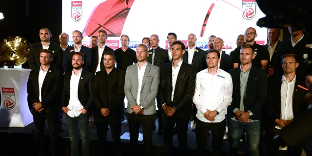 Kapitäne und Trainer der österreichischen Fußball-Bundesligisten