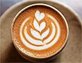 Milchschaum auf einem Kaffee