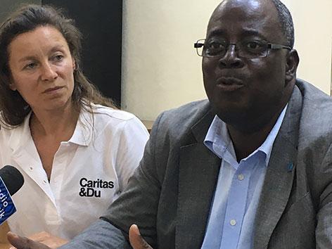 Caritas-Porjektreferentin für den Kongo Andrea Fellner  und Aristide Ongone Obame, Leiter des Büros der Welternährungsorganisation (FAO)