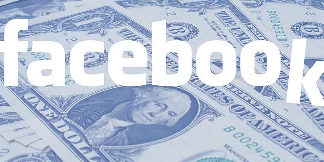 Dollarnoten und Facebook-Schriftzug, bei dem das K am Ende abgerutscht ist