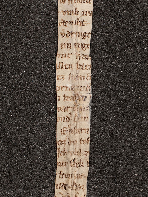 Das schmale Fragment eines Sexgedichts aus dem 13. Jahrhundert, das in der Melker Klosterbibliothek gefunden wurde.