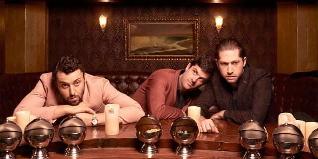 Die Band Mini Mansions in einer Bar
