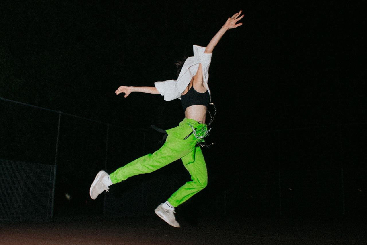 Kerosin95 springt in der Nacht