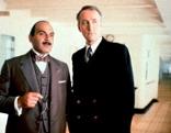 """Agatha Christie's Poirot  Die Reise auf der Queen Mary  Originaltitel: Poirot """"The Million Dollar Bond Robbery"""" (GB 1991), Regie: Andrew Grieve"""