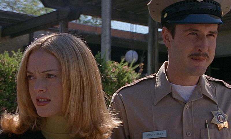 Frau und Polizist