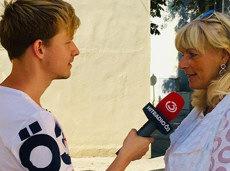 Bürgermeisterin von Neusiedl Elisabeth Böhm mit Max Bauer vom Ö3 Team