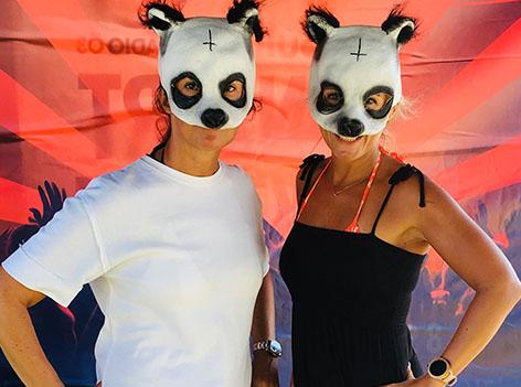 Frauen in Gmunden mit Cro-Masken