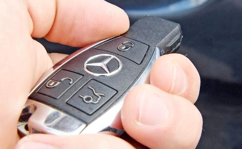 Der Keyless Go Schlüssel einer Mercedes-Benz M-Klasse