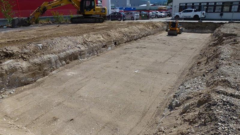Sand und Schotter nach Aushubarbeiten: Die letzten Kellerfundamente wurden beseitigt