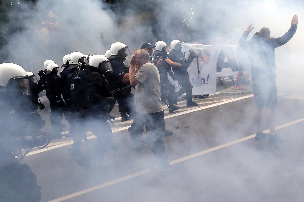 Polizei geht mit Tränengas gegen die Pride in Bialystok vor