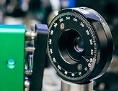 Versuchsanordnung am IQOQI: Um Photonen zu erzeugen, bestrahlt ein UV-Laser einen speziellen Kristall