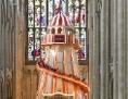 Eine Riesenrutsche in der Kathedrale von Norwich in England