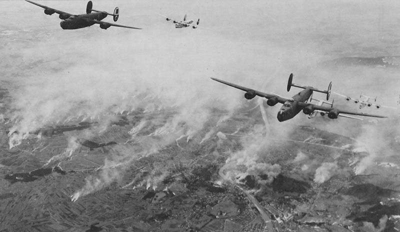 US-Bomber über Salzburg im Oktober 1944