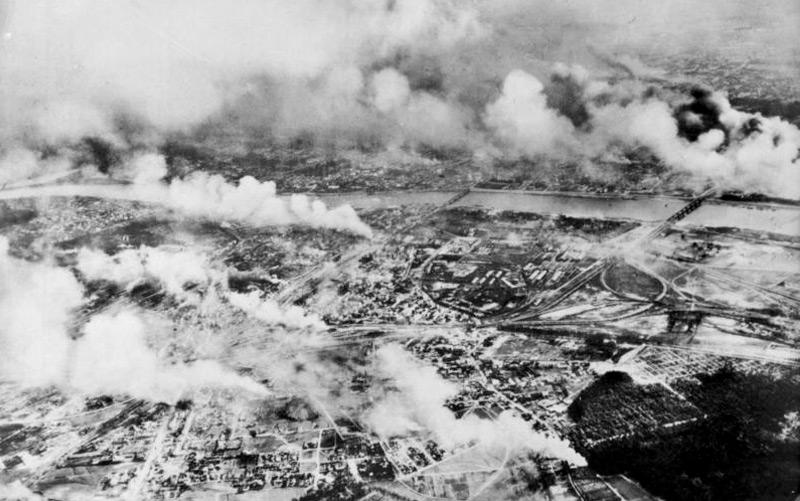 Kriegsbeginn in Polen, zerstörtes Warschau