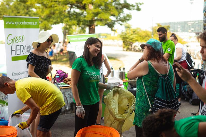 Elisabeth Toth bei der Cleanup Aktion an der Donauinsel